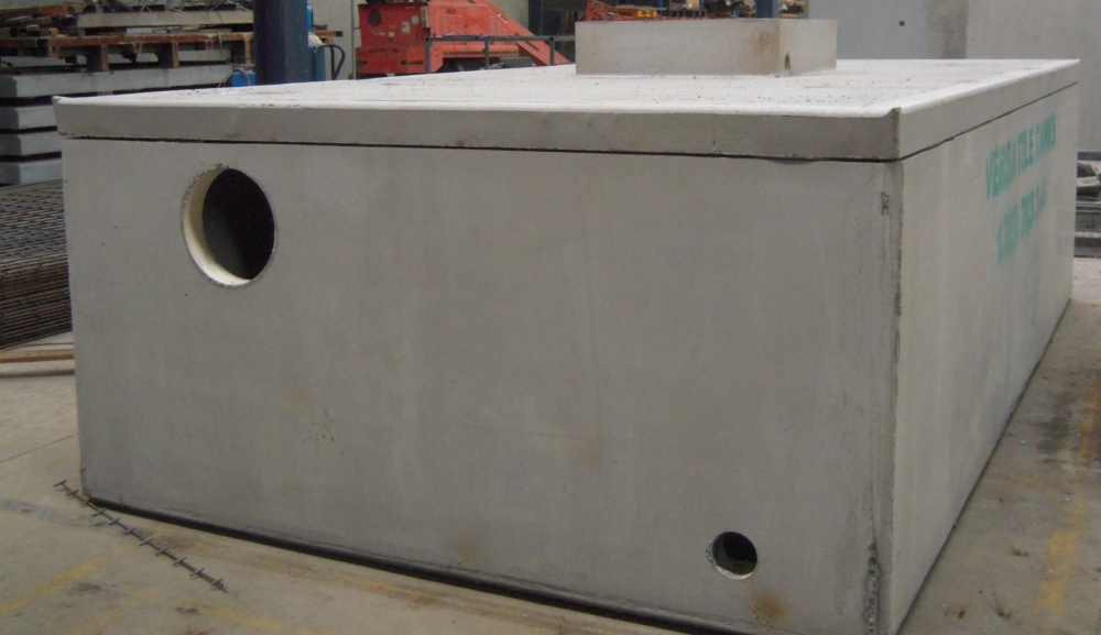 detention tank 11000 liters with riser